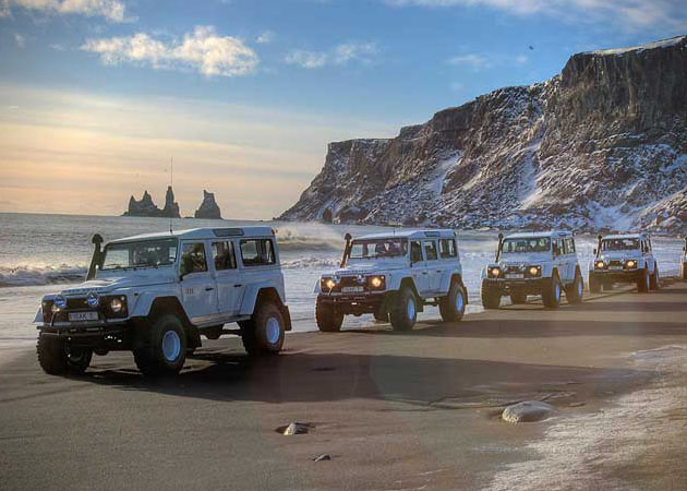 ISAK-4x4-Land-Rover-Defender-Iceland-Tours-1