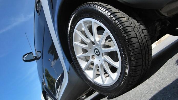 car-219727_1280-Cropped-e1482124379357